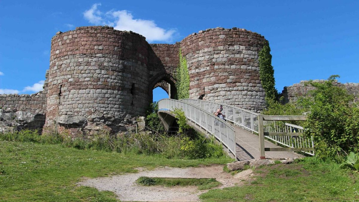 Castles near Liverpool